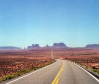 Road-to-Monument-Valley